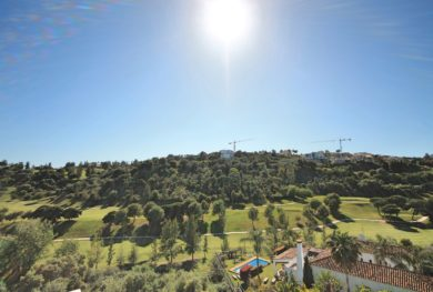 kvartira-s-sobstvennym-sadikom-v-novom-komplekse-atalaya-hills-na-pervoj-linii-polja-dlja-golfa-benahavis_img_ 2