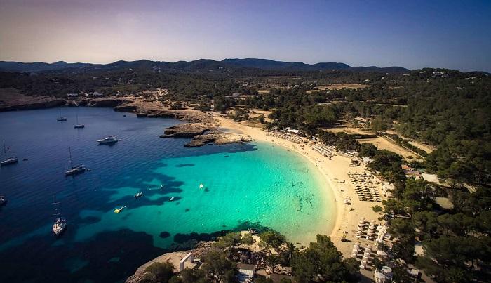 Пляж Cala-Bassa-Ibiza на Ибице