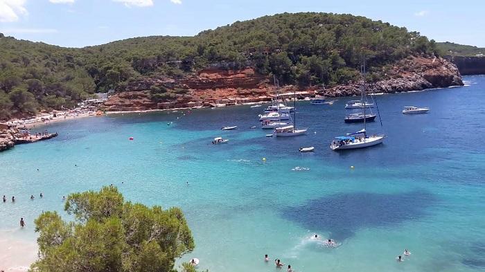 Пляж Cala-Salada-Ibiza на Ибице