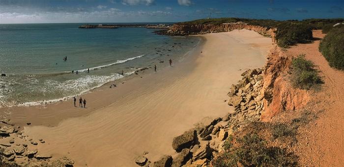 Пляж Playa-de-los-Caños в Кадисе