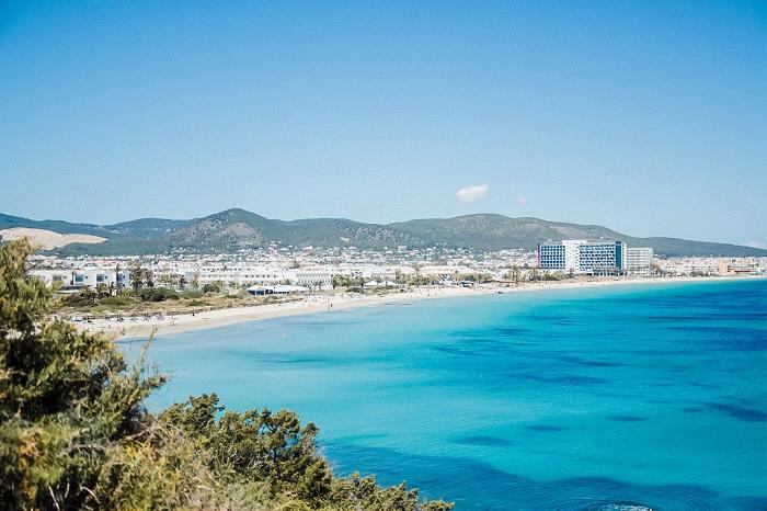 Пляж Playa-den-Bossa-Ibiza