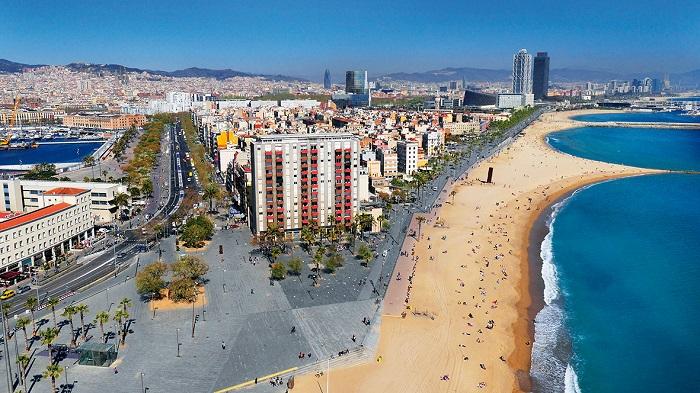 Пляж Barceloneta в Барселоне