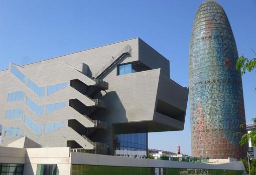 Каталонский небоскреб Torre AGBAR