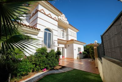 villa-s-vidom-na-more-v-marbele-riviera-del-sol_img_ 26