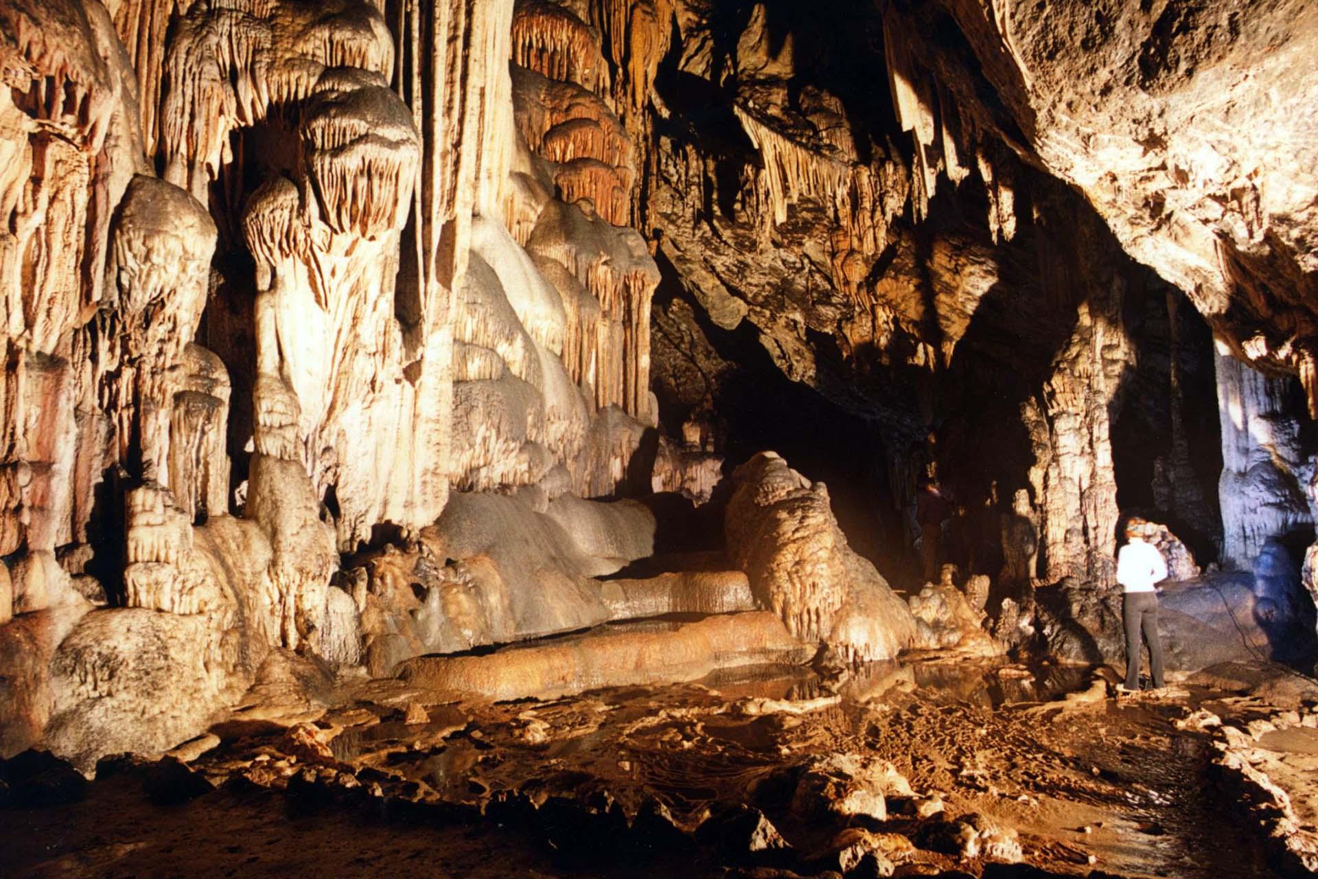 Пещеры Ардалес Эль Чорро